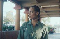 Смотреть клип Alicia Keys - Underdog в Тас Икс (Tas Ix)